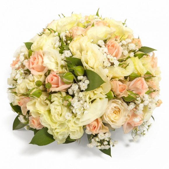 bouquet whit mix of yellow, cream and white roses