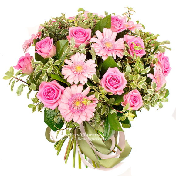 Bouquet of pink roses and gerbers