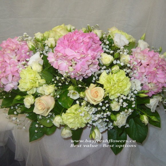 Wedding flowers and centerpieces in cream-pink colors
