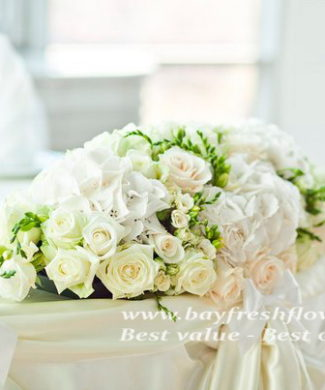 Wedding flowers and centerpieces in white-cream tones