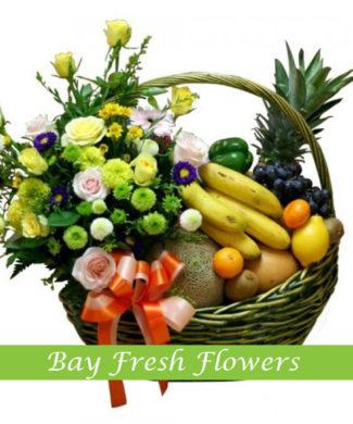 Christmas fruit gift basket with chrysantemum