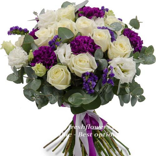 Bouquet of cream roses and eucalyptus