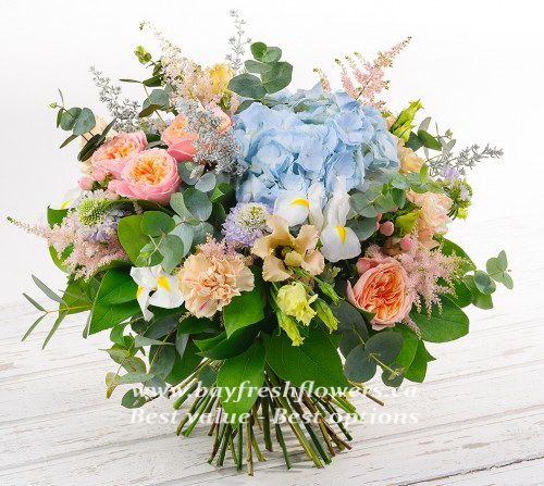 Bouquet of roses, hydrangea and eucaliptus