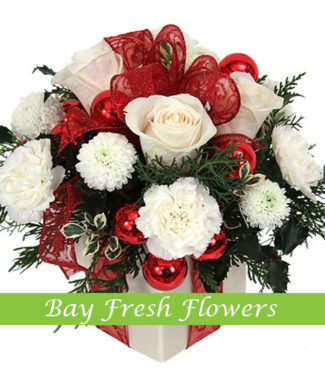 Christmas table centerpiece white roses and chrysantemums