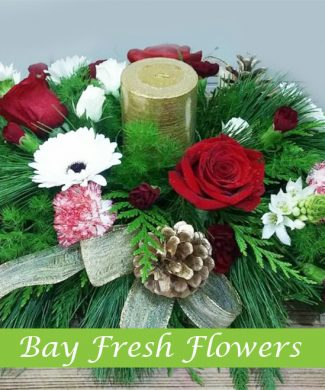 сhristmas centerpieces with candle and flowers