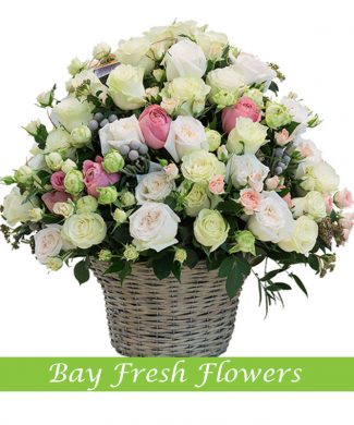 Mix of cream and white roses in the basket