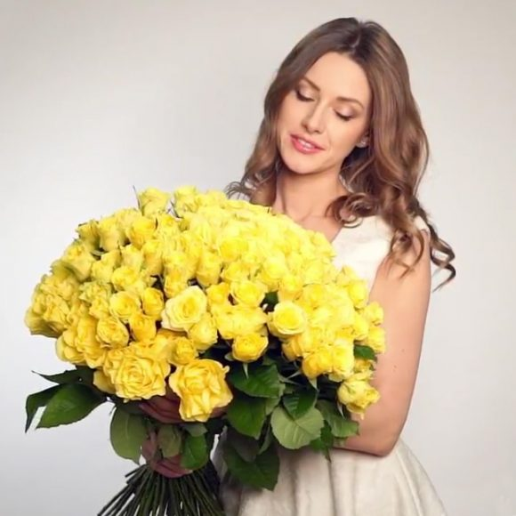 Huge bouquet of yellow roses