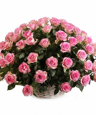 2017 Large arrangement with pink roses in a basket