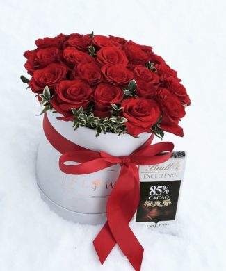 28127 Red roses in a hat box
