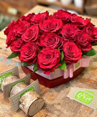 25000 Love and commitment - Premium red roses heart