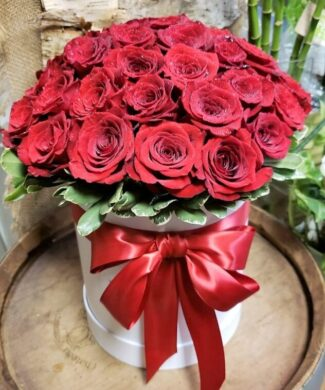 27044 Large premium red roses in a hat box